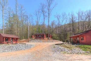 Hillbilly Deluxe Cabins Photo 1
